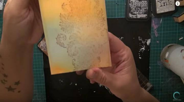 estampar sello de arabesco con tintas distress