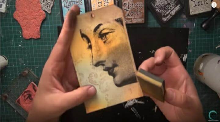 sello de rostro estampado con tintas distress